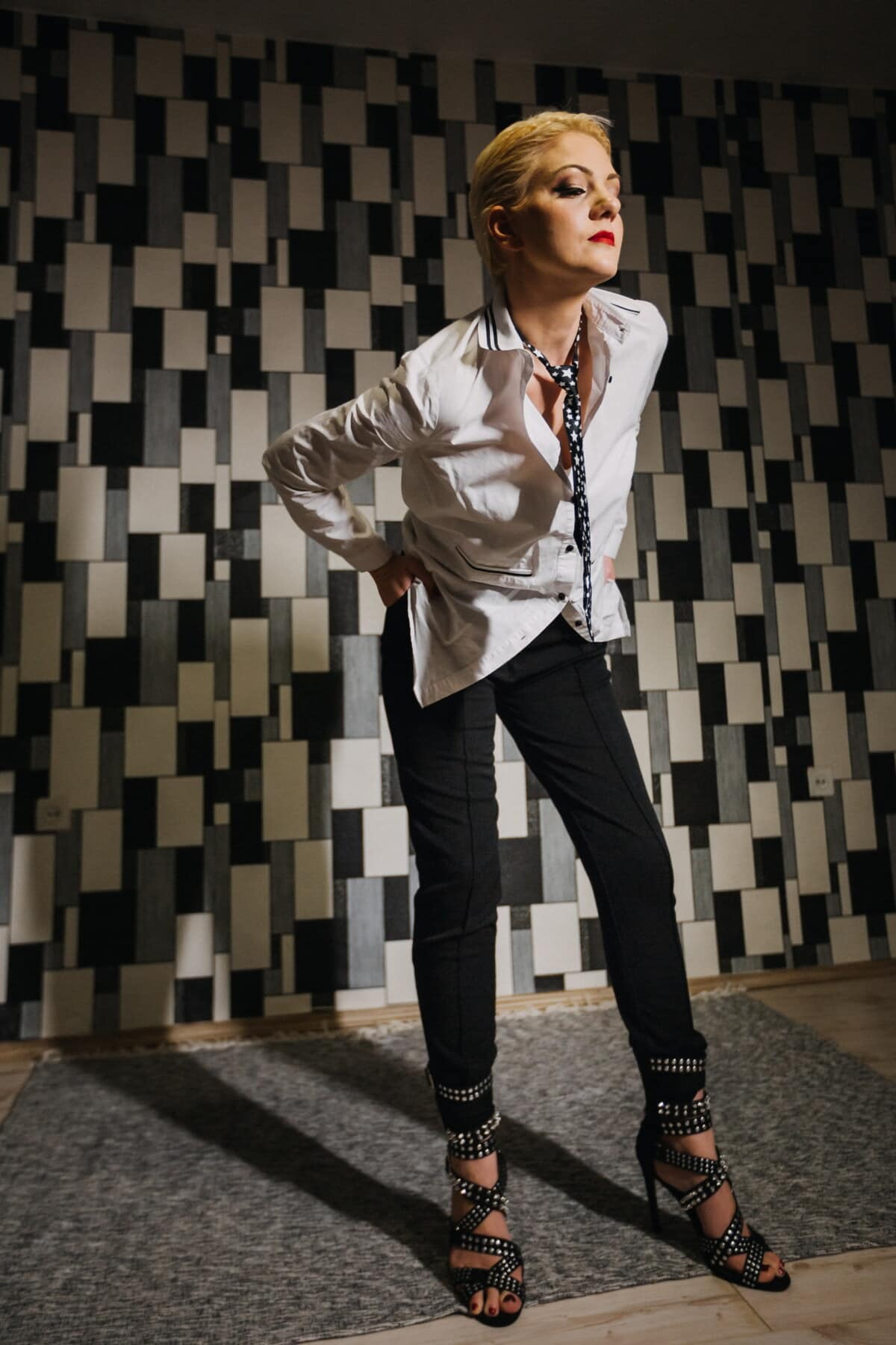 slim, businesswoman, young woman, body, tie, pants, shirt, business, outfit, trendy