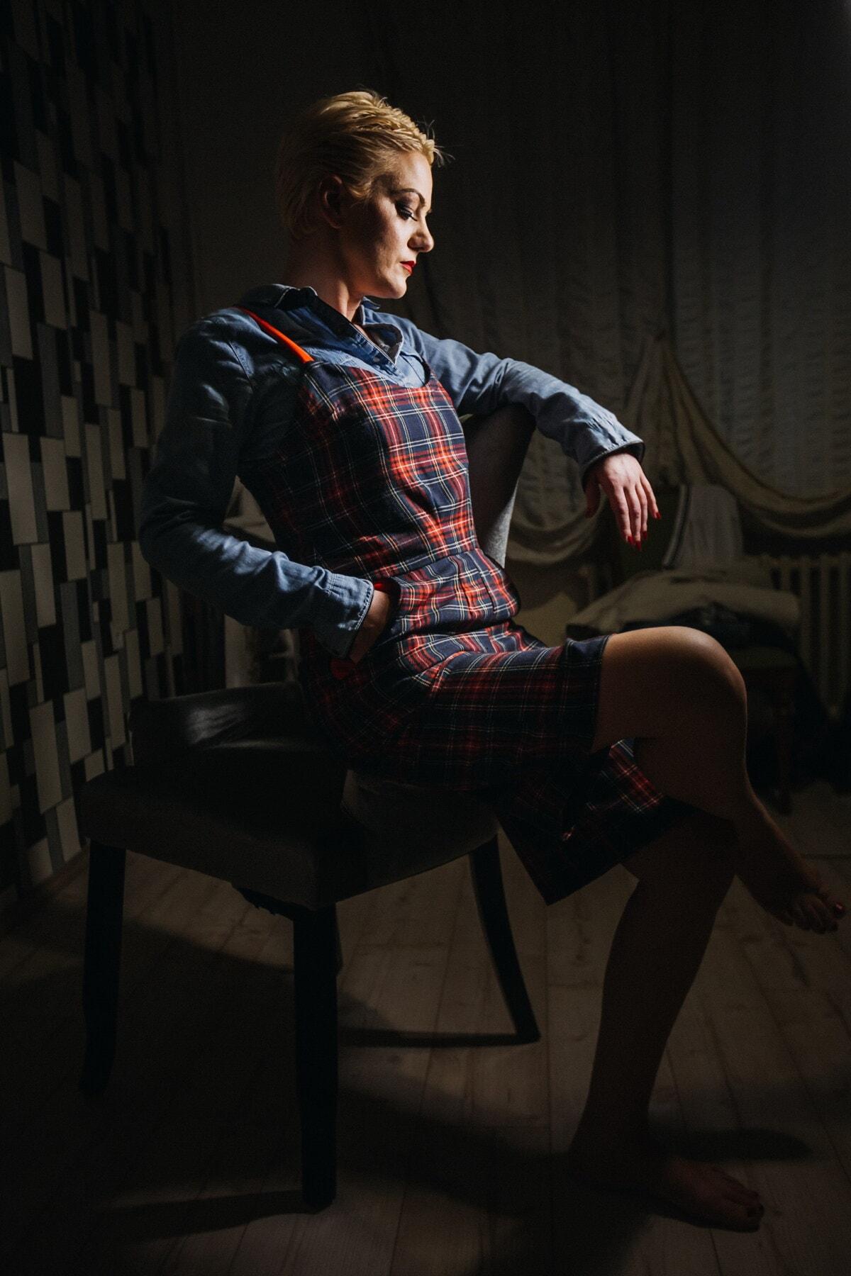 fiatal nő, szoknya, képzelet, alkalmi, stílus, ül, fénykép modell, árnyék, sötétség, fotó stúdió