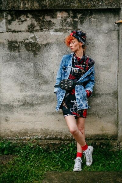 volně žijícího, volný styl, oblečení, trendy, móda, tělo, brunetka, štíhlý, sukně, barevné