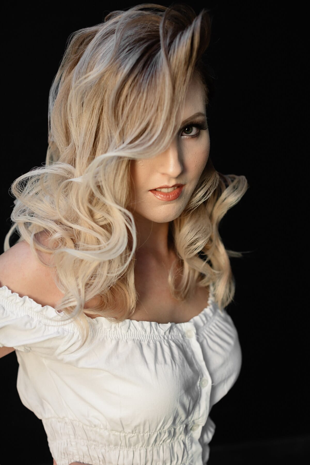 mulher jovem, retrato, posando, estúdio de fotografia, adorável, garota bonita, cara, mulher, loira, peruca