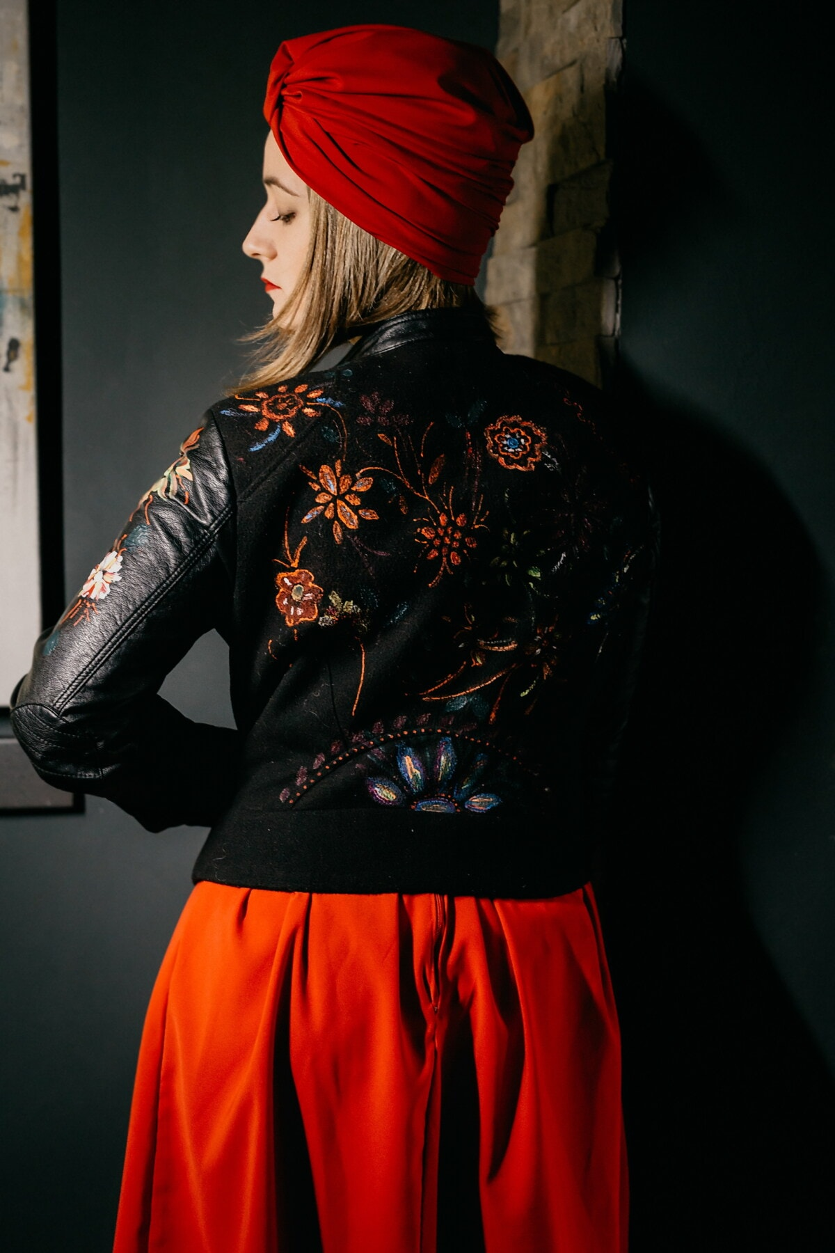 capelli biondi, bellissima, ragazza, moda, alla moda, nero, in pelle, giacca, freestyle, rosso