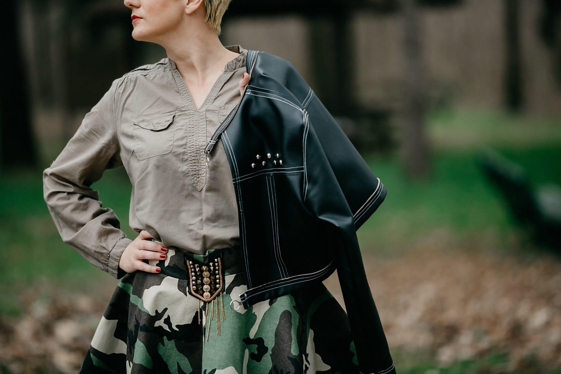 diseño, militar, traje, moda, cuero, chaqueta, vestido, mujer joven, estilo libre, mujer