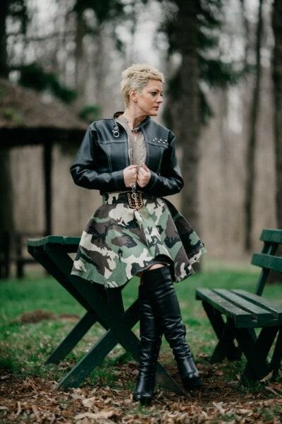 Schwarz, Jacke, Stiefel, Leder, Mode, Outfit, militärische, junge Frau, Fotomodell, Porträt