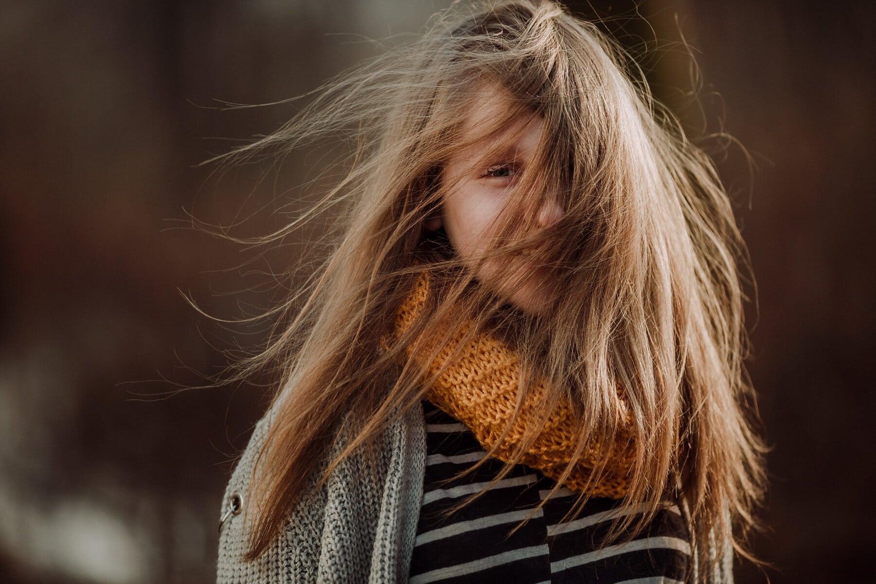 ung kvinne, tenåringer, pen jente, frisyre, stående, lykke, oppvekst, uskyld, vind, hår