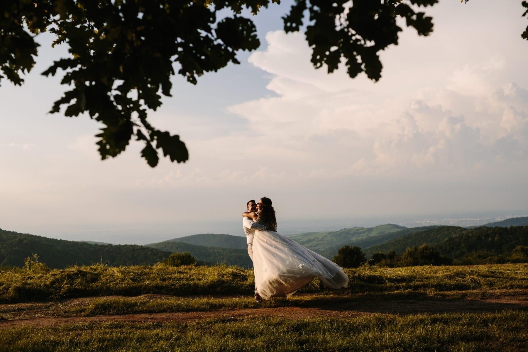 ung kvinne, mann, romantisk, kjærlighet, romantisk date, landskapet, fotturer, bakketopp, bruden, bryllup