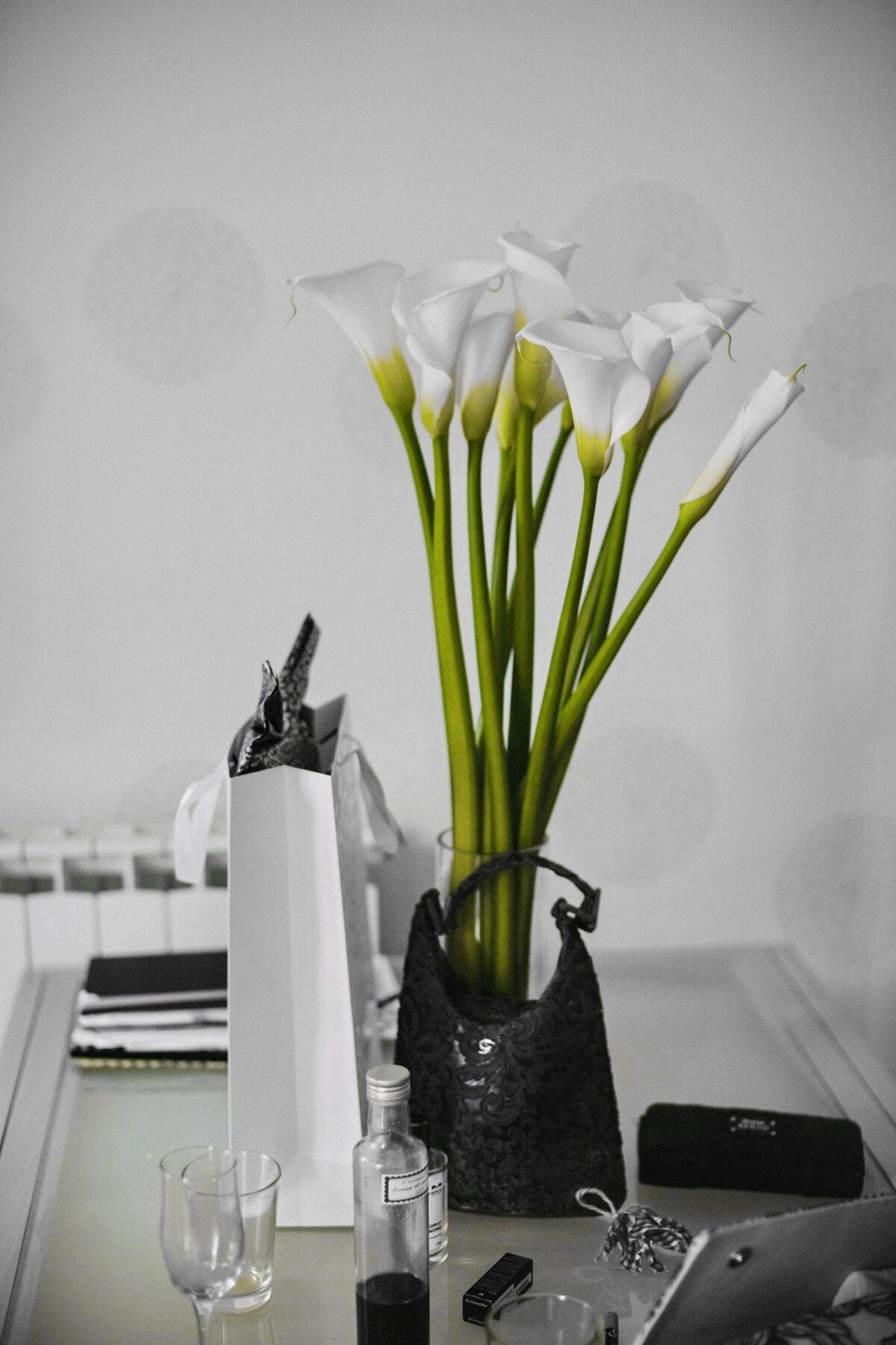 fleur blanche, Bureau, décoration, Bureau, vase, ordinateur portable, élégant, bouteille, sac à main, fleur
