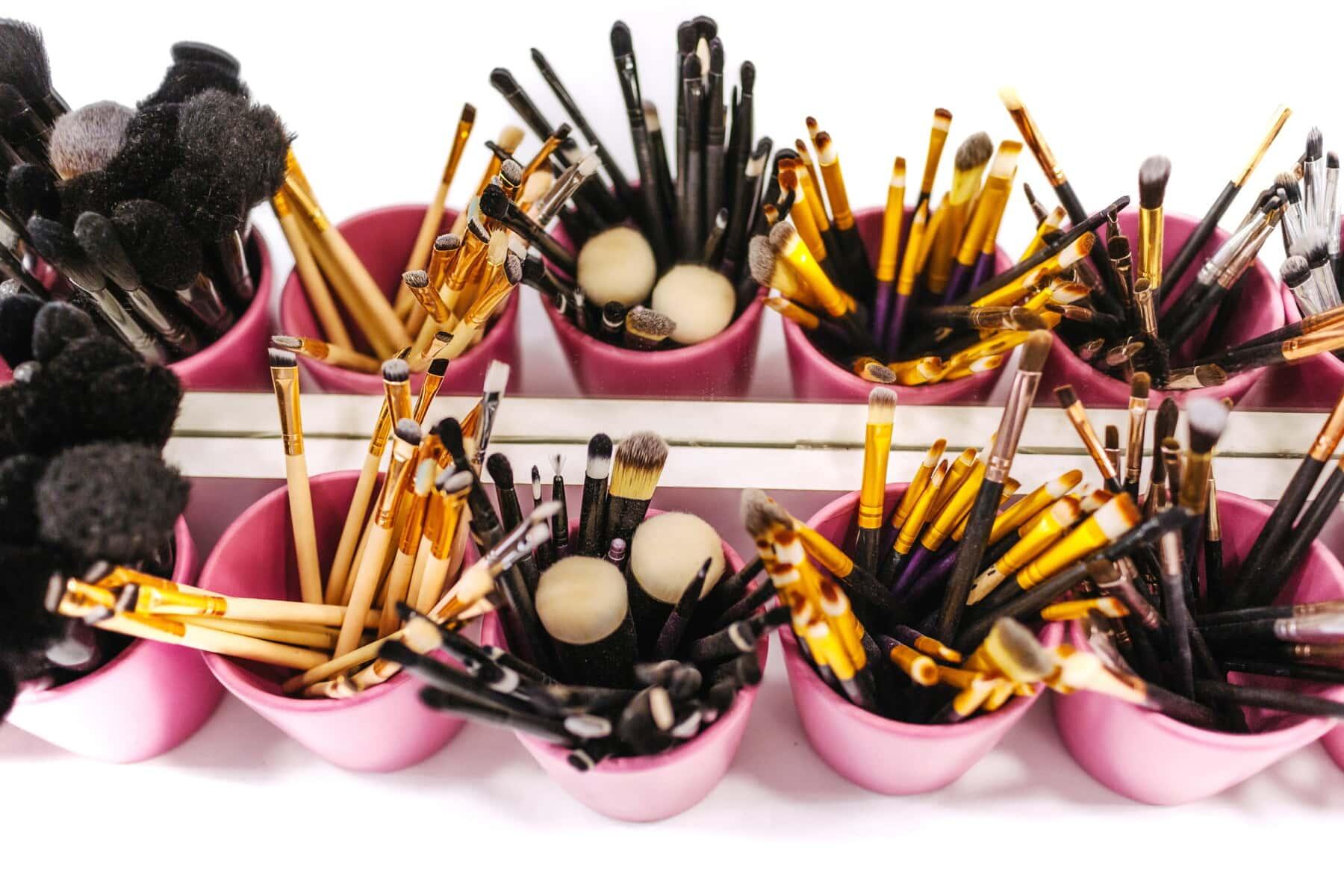 makeup, cosmetics, brush, brushes, salon, mirror, color, bright, many, equipment