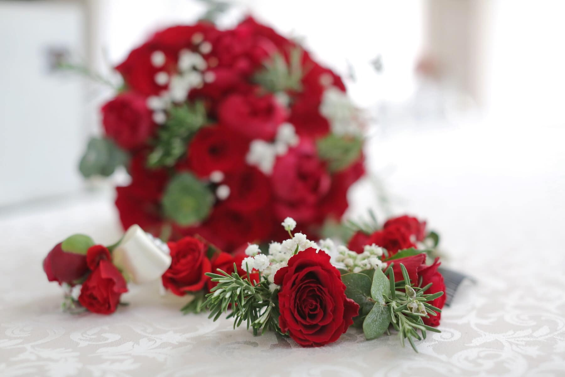 bouquet, roses, wedding bouquet, red, bedroom, bed, rose, decoration, arrangement, love
