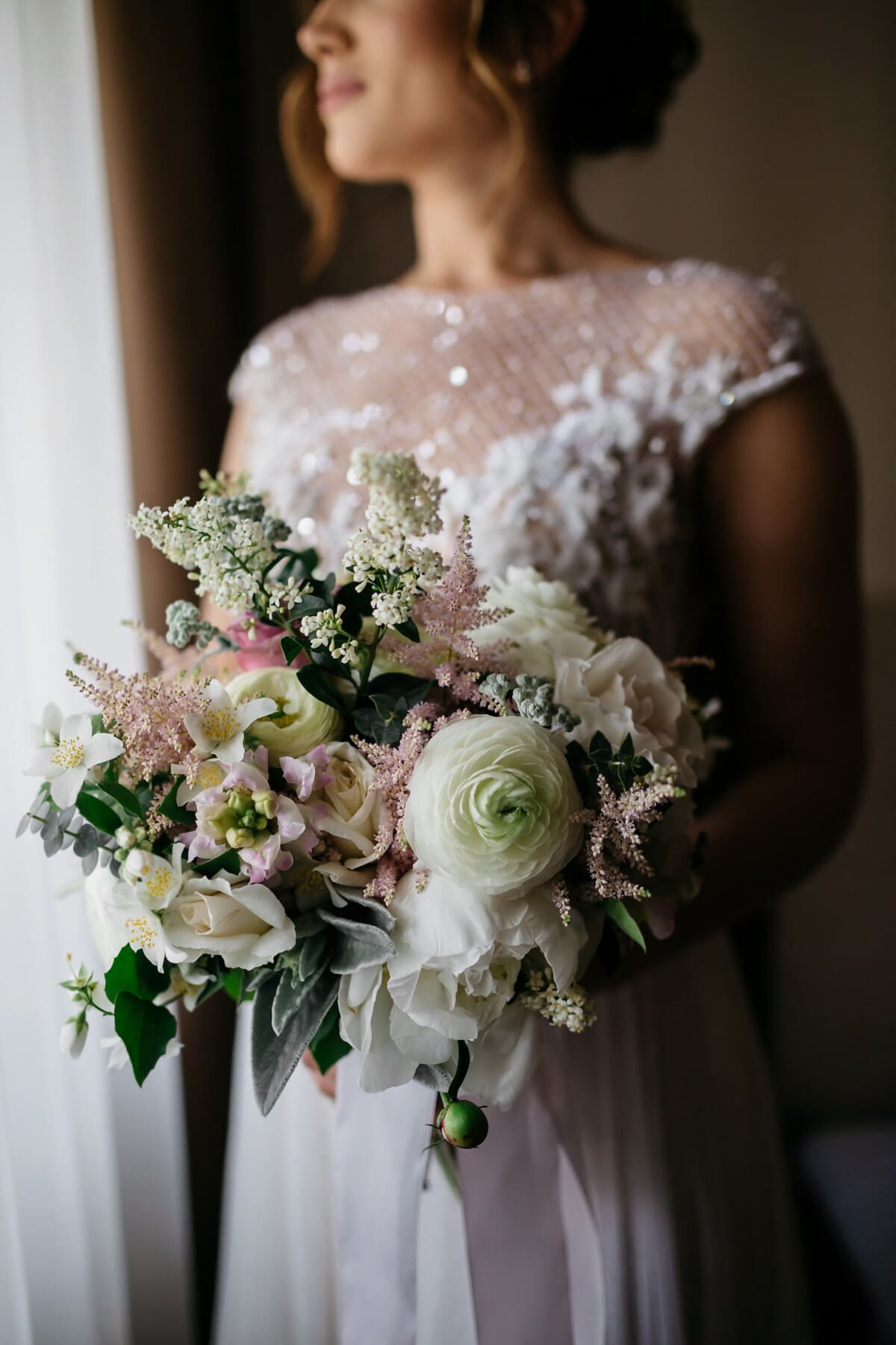 debout, la mariée, bouquet de mariage, Holding, amour, bouquet, fleurs, décoration, femme, mariage