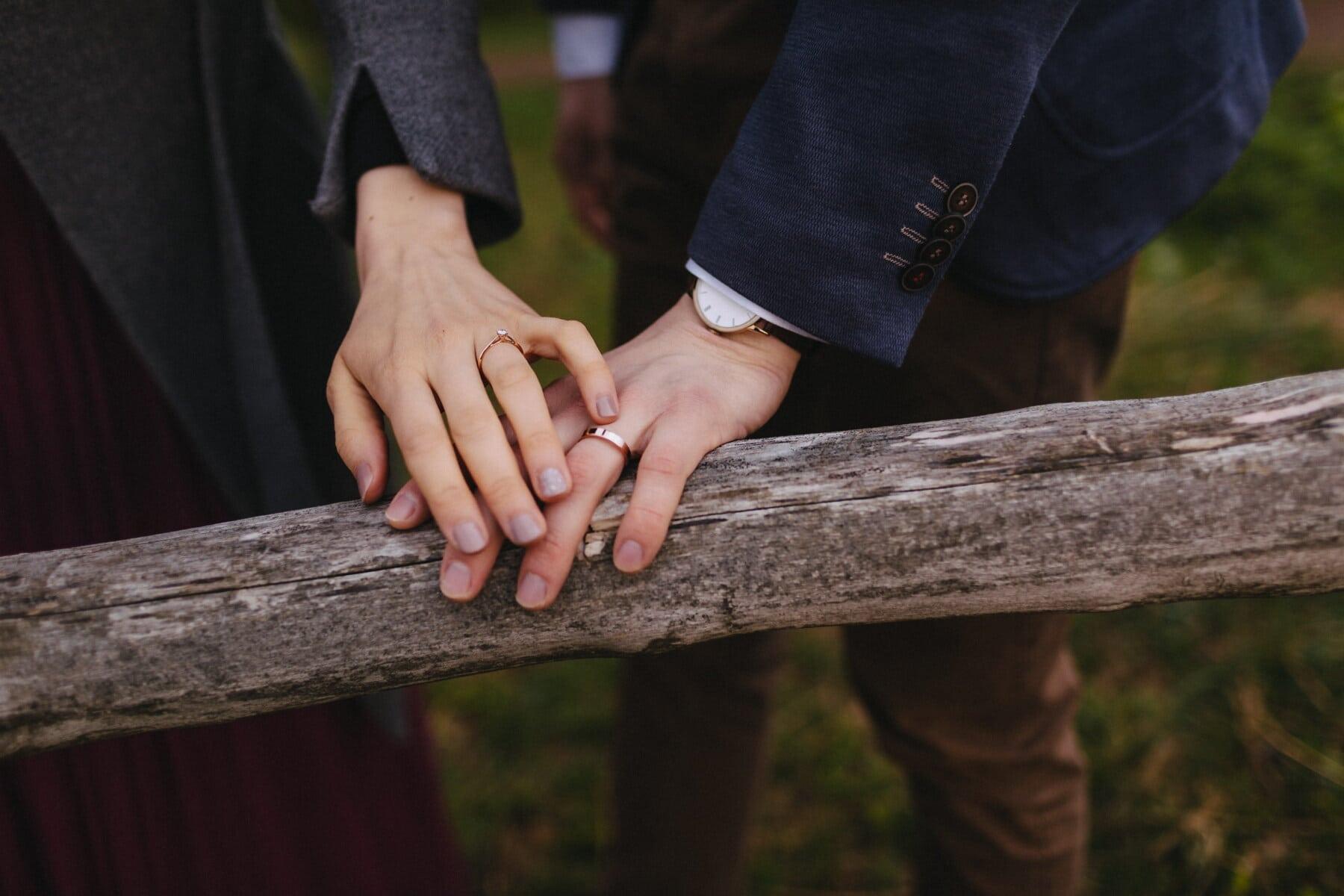 or, toucher, anneaux, main dans la main, amant, bois, clôture, mains, vintage, amour