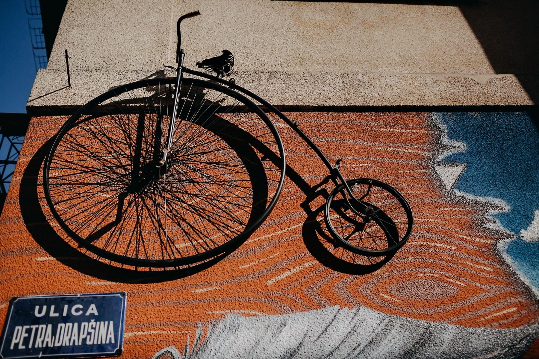 staromódní, staré, jízdní kolo, ročník, předsazení, zeď, graffiti, ulice, litina, kolo