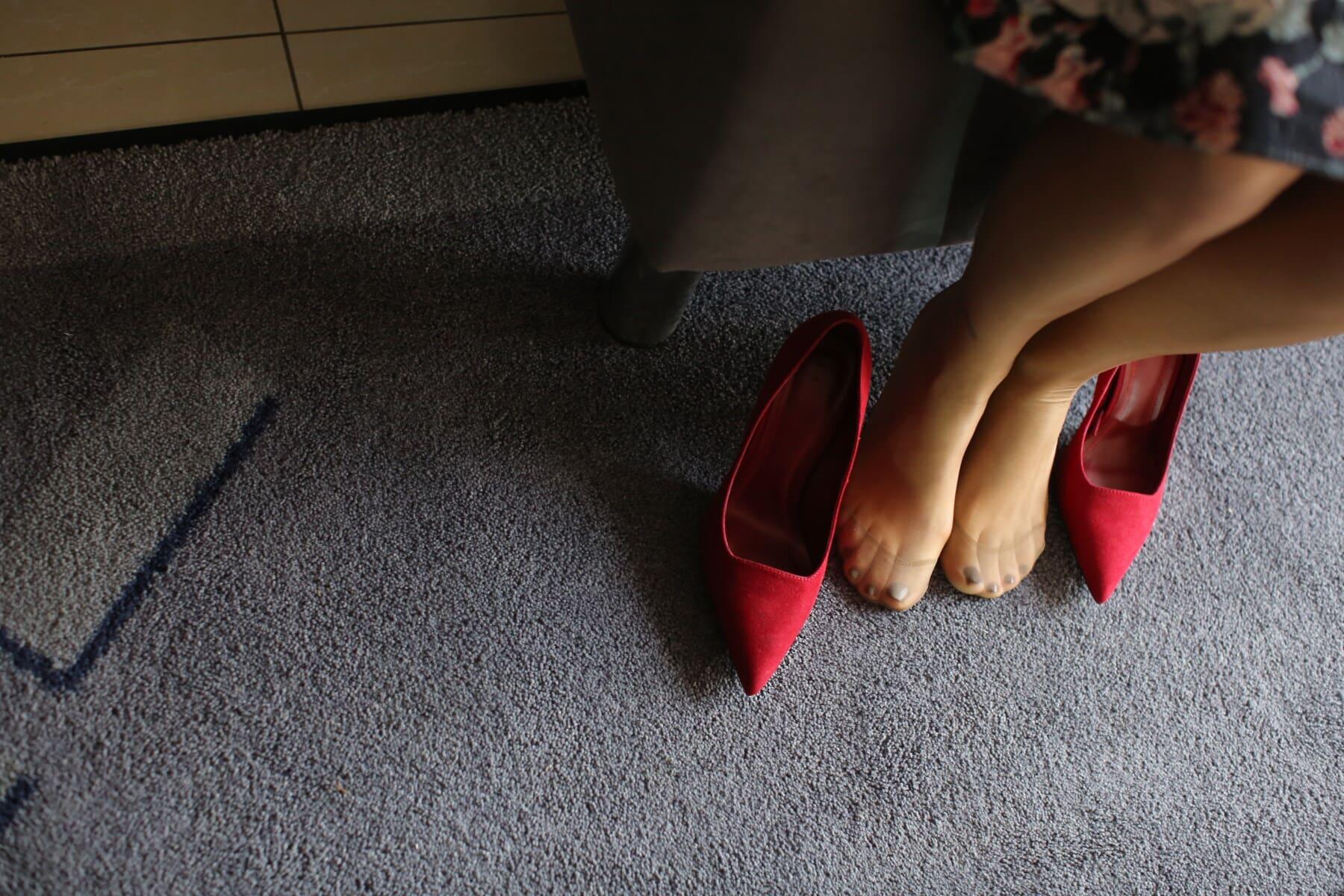 en nylon, chaussettes, sandale, chaussures, jeune femme, rouge, jambes, pieds nus, pied, jeune fille