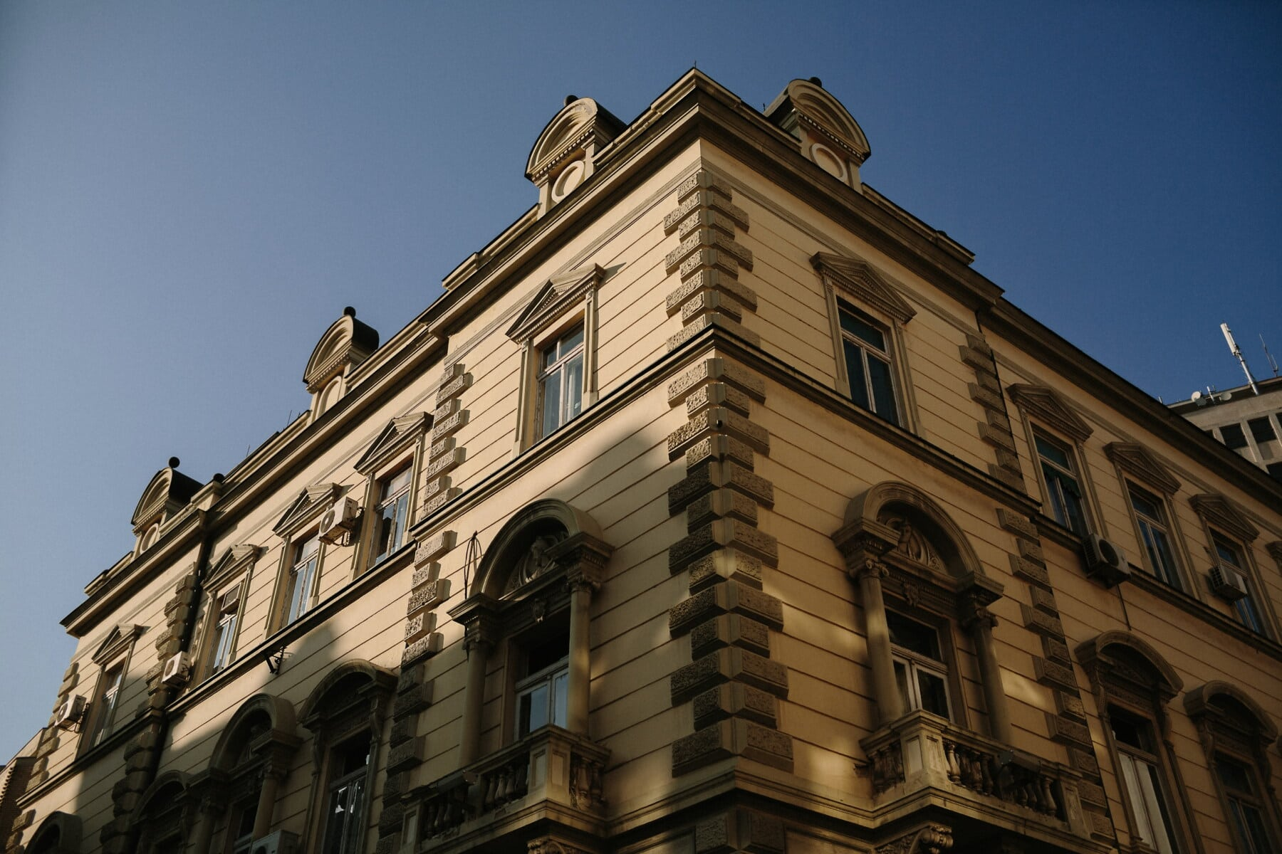 building, city hall, corner, style, architectural style, baroque, street, architecture, city, cathedral
