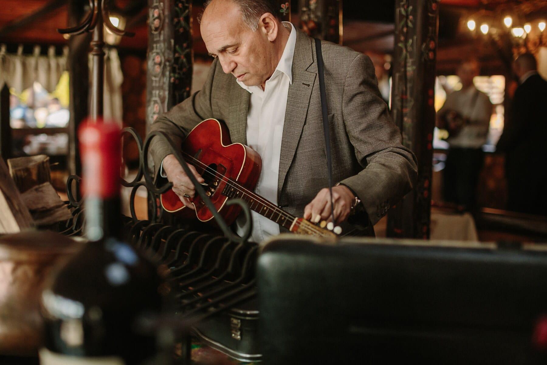 cygańska, mężczyzna, gitarzysta, gitara, zabytkowe, Senior, restauracja, Dziadek, muzyk, muzyka
