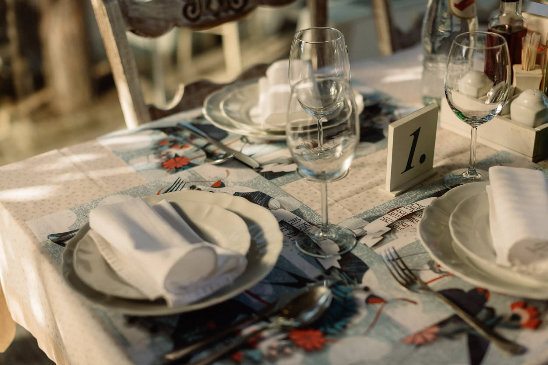 table, dining area, glass, napkin, cutlery, tableware, flatware, dining, restaurant, knife