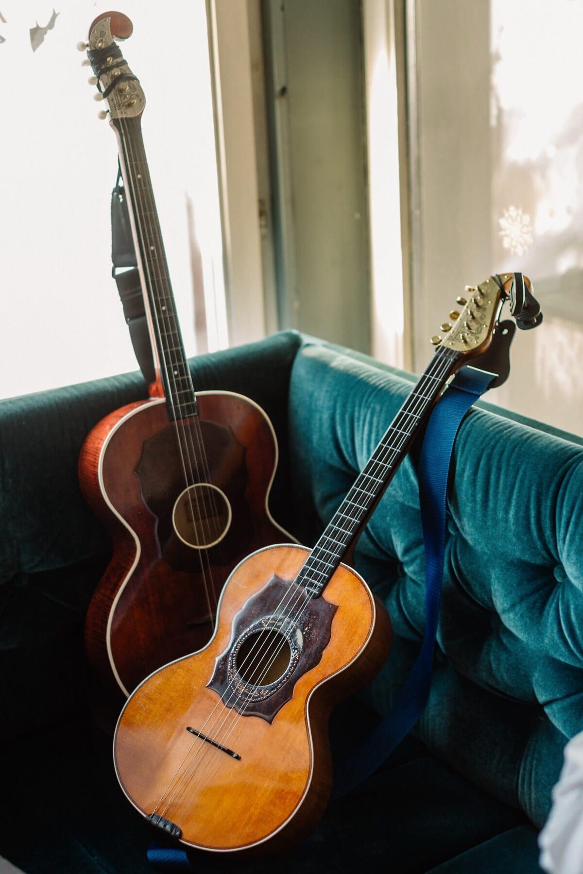 acustice, de modă veche, chitara, mobilier, canapea, Vintage, Instrumentul, muzica, muzicale, şir