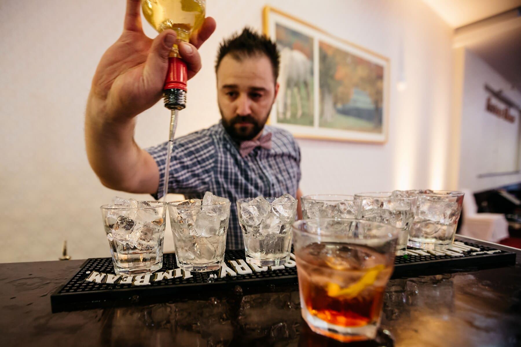 boîte de nuit, barman, cocktails, alcool, cristal de glace, boisson, verre, boisson, homme, gens