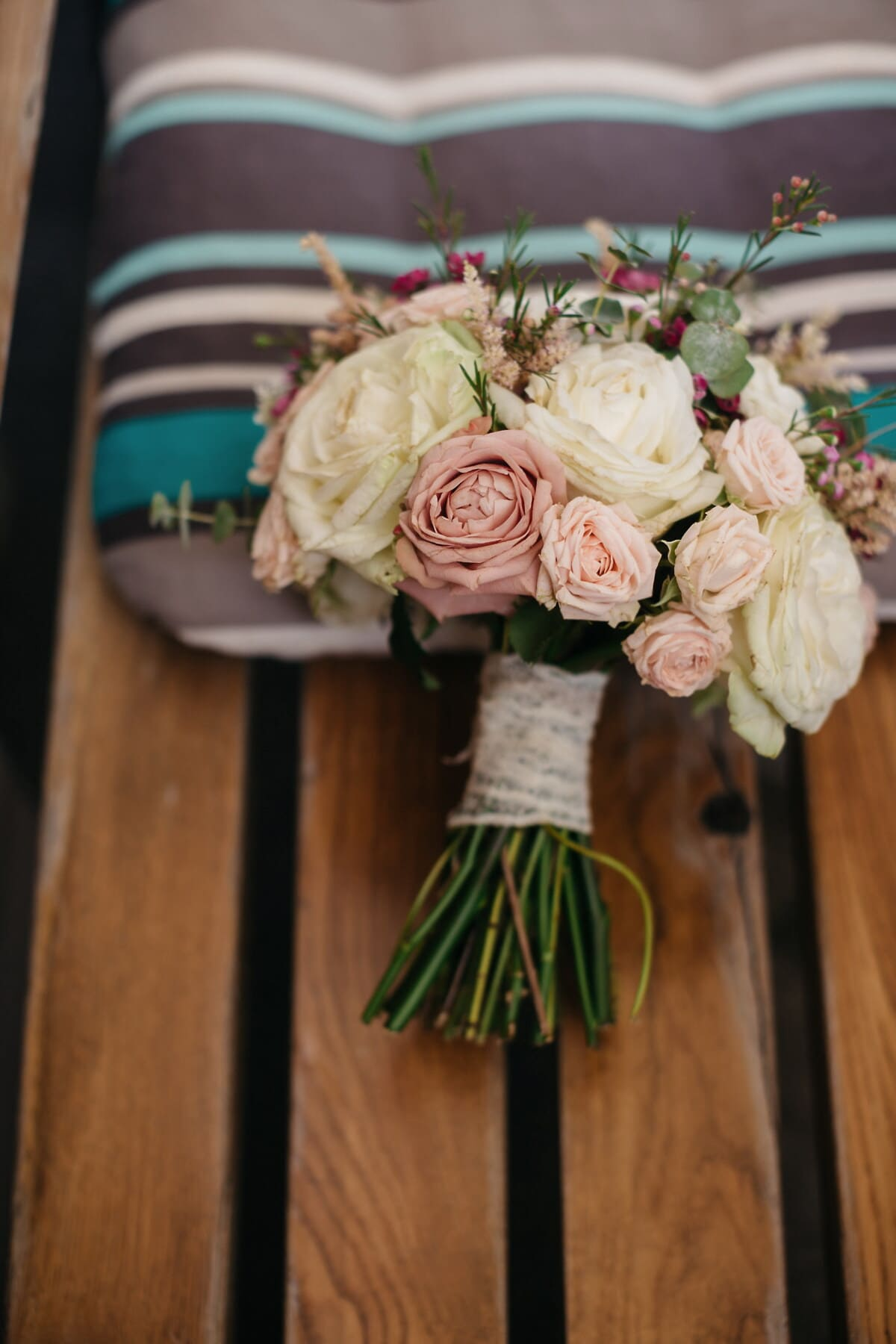 roses, pinkish, bouquet, paste, furniture, bench, pillow, wooden, love, decoration