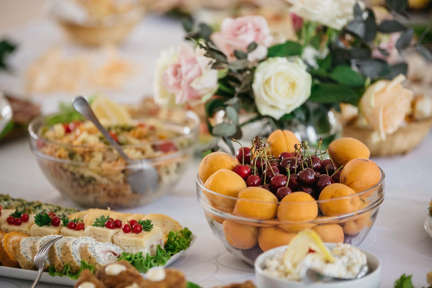 cerejas, tigela, pêssego, para banquetes, aperitivo, lanche, buffet de, almoço, comida, jantar