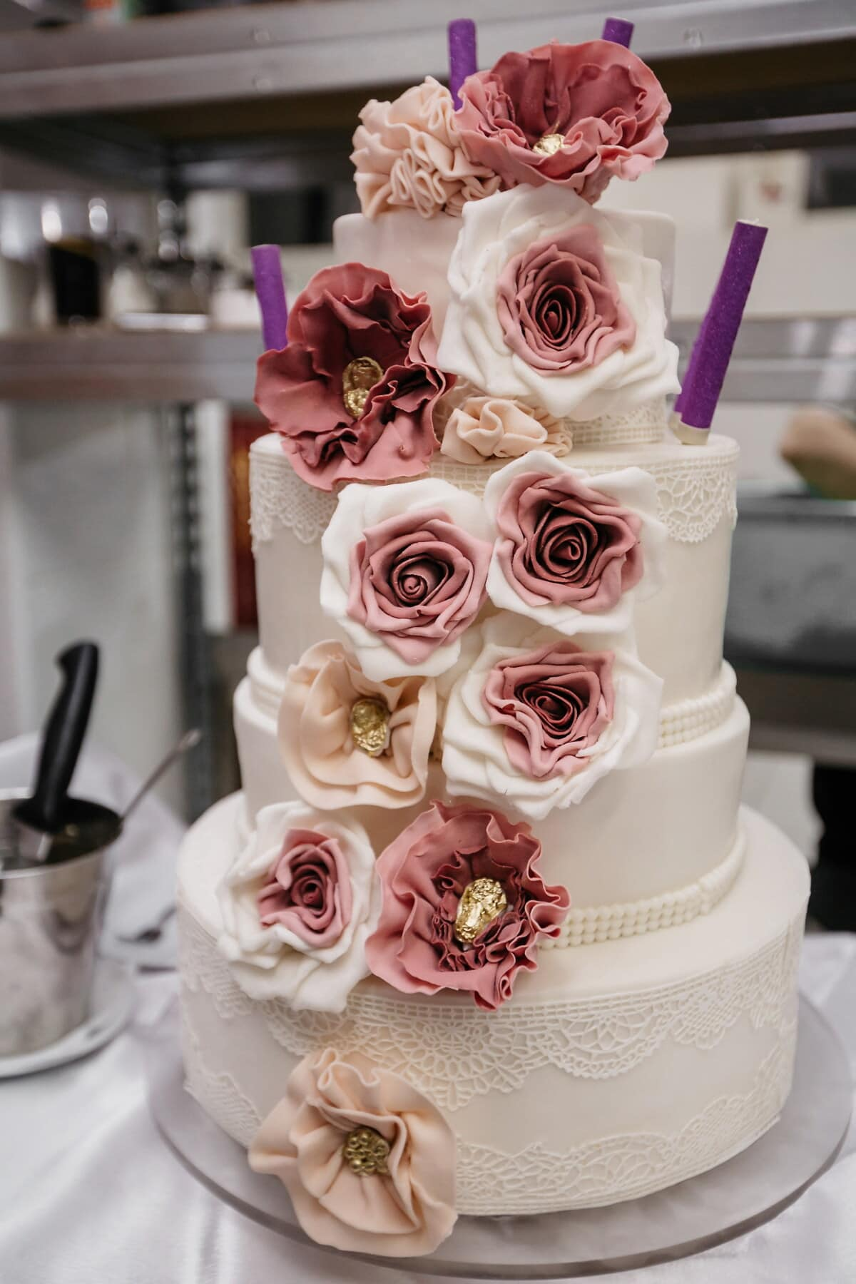 cake, kitchen table, kitchen, cake shop, wedding, romance, elegant, marriage, rose, flower