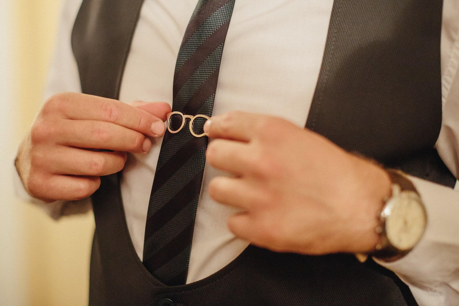 attacher, costume de smoking, coûteux, accessoire, or, fantaisie, main, homme d'affaire, homme, mode