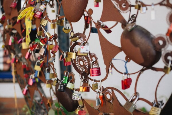 padlock, fence, hearts, memorabilia, traditional, many, outdoors, hanging, street, colorful
