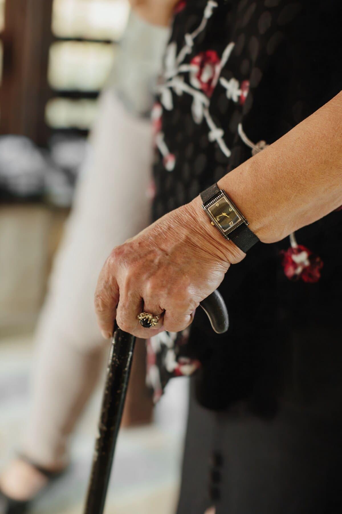 Polshorloge, analoge klok, ouderwetse, hand, ouderen, oude vrouw, wandelen, stok, vrouw, mensen