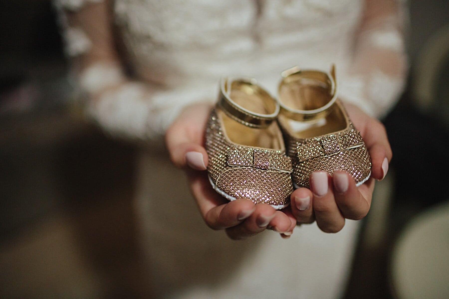 cipele, beba, mini, zlatni sjaj, lijepa, izbliza, prst, ruke, žena, unutarnji prostor