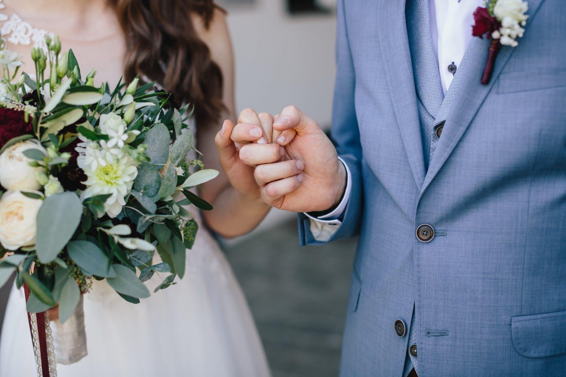 brudgom, holde i hånden, bruden, ægteskab, hænder, tillid, tillid, bryllupskjole, smokingdragt, kærlighed