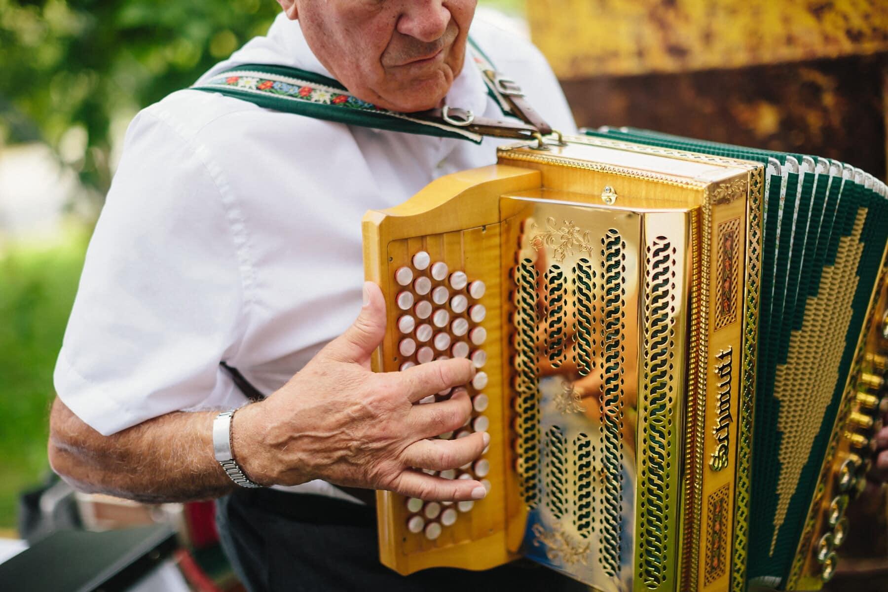 alten Stil, Akkordeon, goldener Glanz, glänzend, Lust auf, Performer, Musiker, Mann, ältere Menschen, Musik