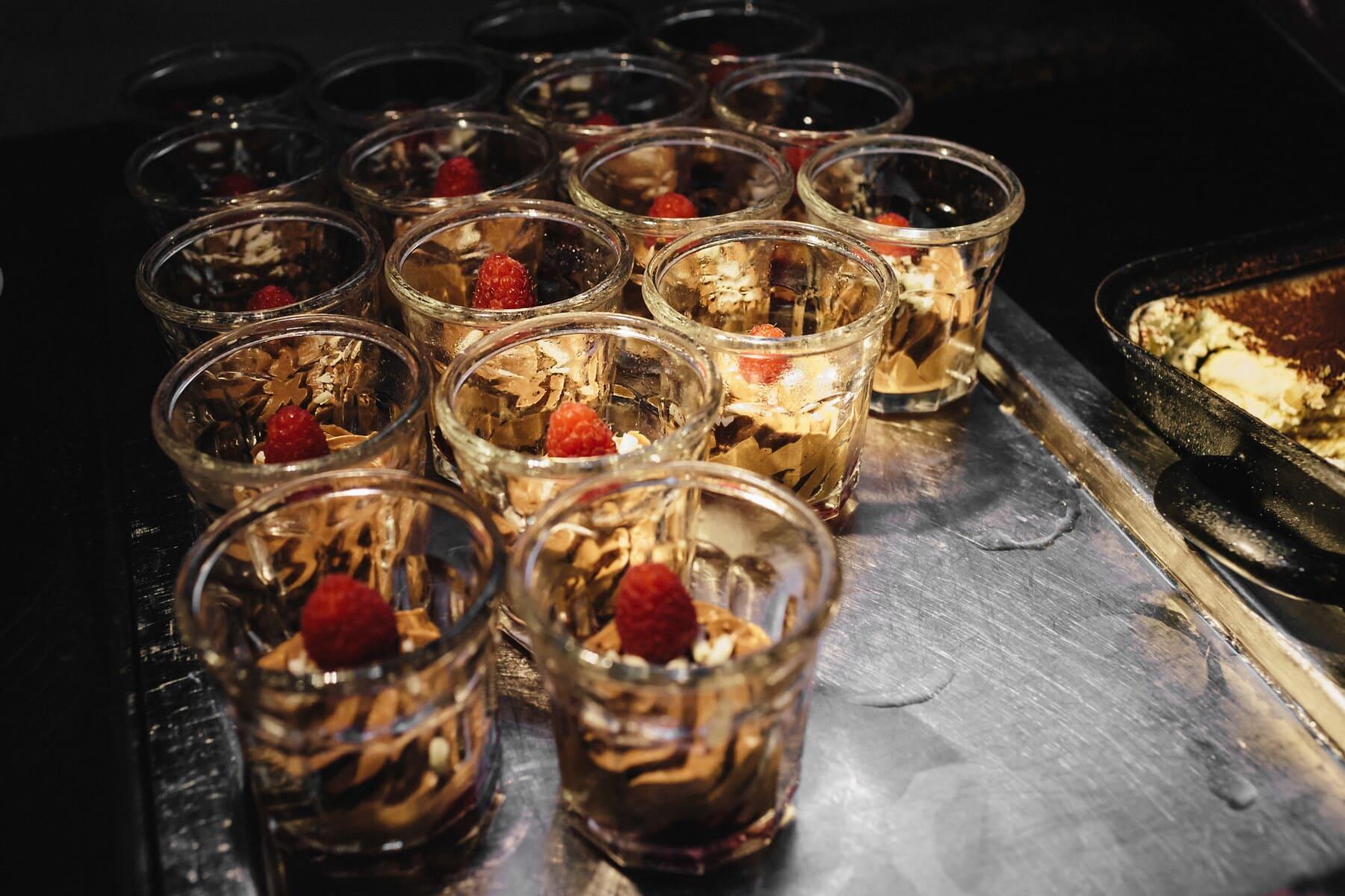 cinnamon, chocolate, cream, pudding, strawberry, dessert, restaurant, glass, drink, food