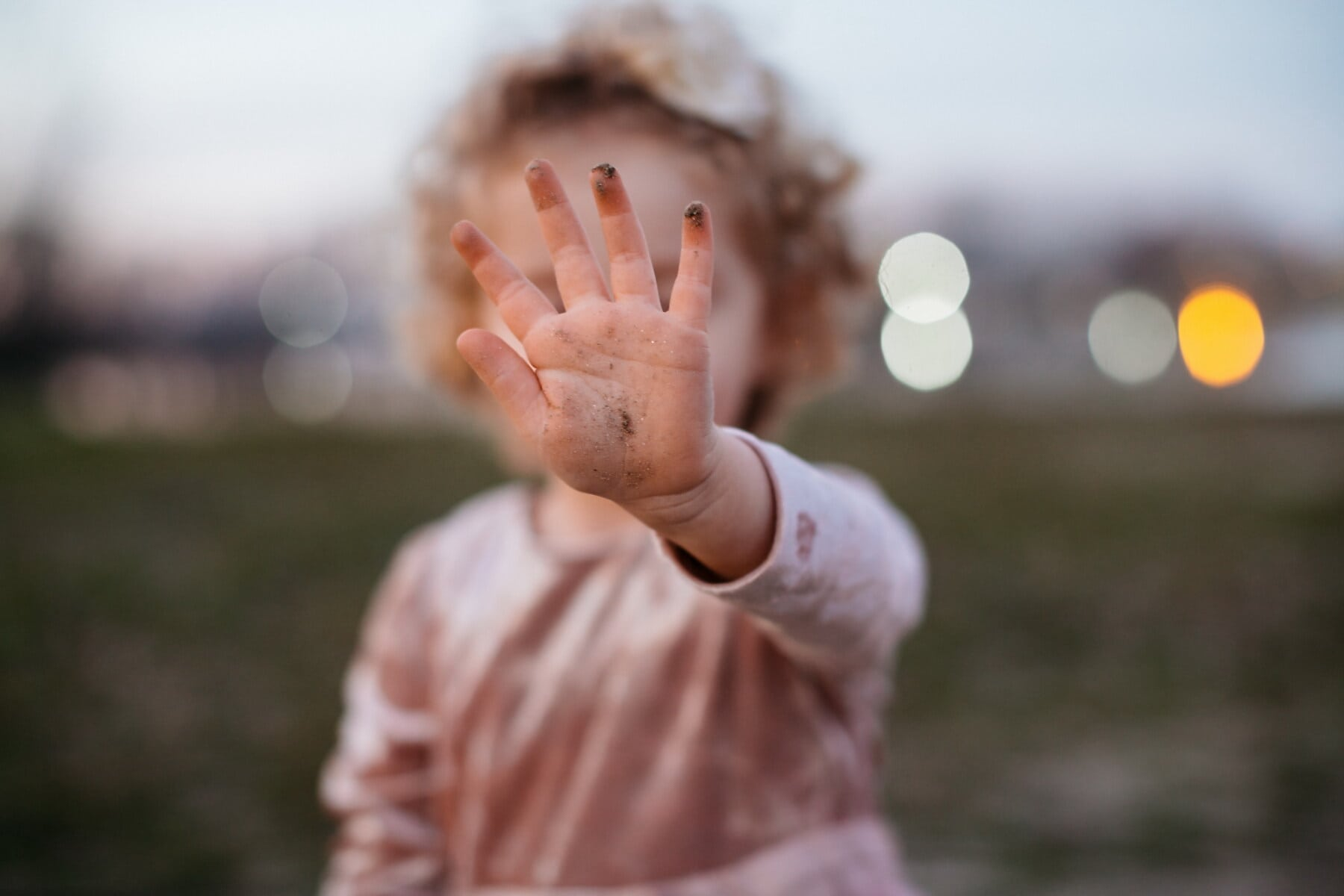 hand, finger, toddler, arm, nature, outdoors, blur, child, portrait, girl