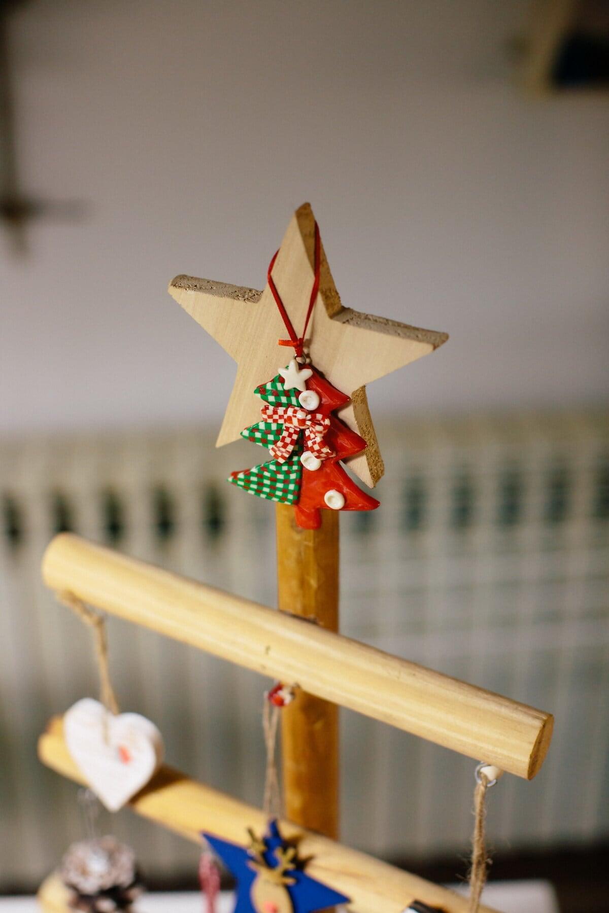 aus Holz, Sterne, Spielzeug, Weihnachtsbaum, Weihnachten, Holz, drinnen, traditionelle, handgefertigte, hängende