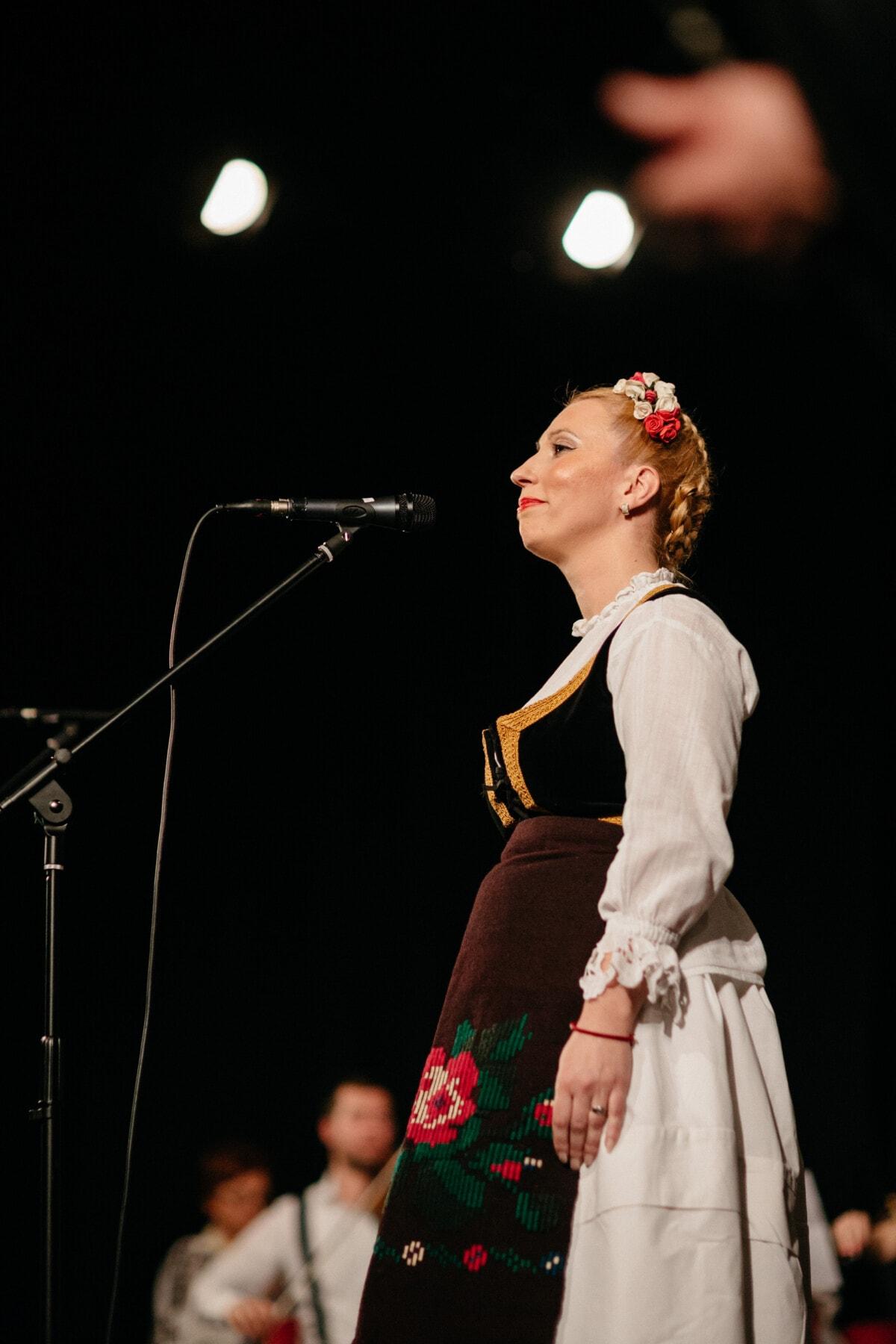 cheveux blonds, femme, populaire, chant, chanteur, musique, Outfit, concert, traditionnel, salle de concert