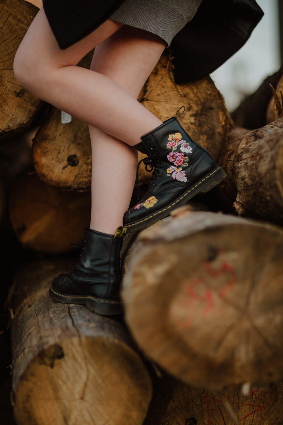 Schwarz, Leder, Lust auf, Stiefel, Beine, beiläufig, junge Frau, freier Stil, Frau, Mädchen