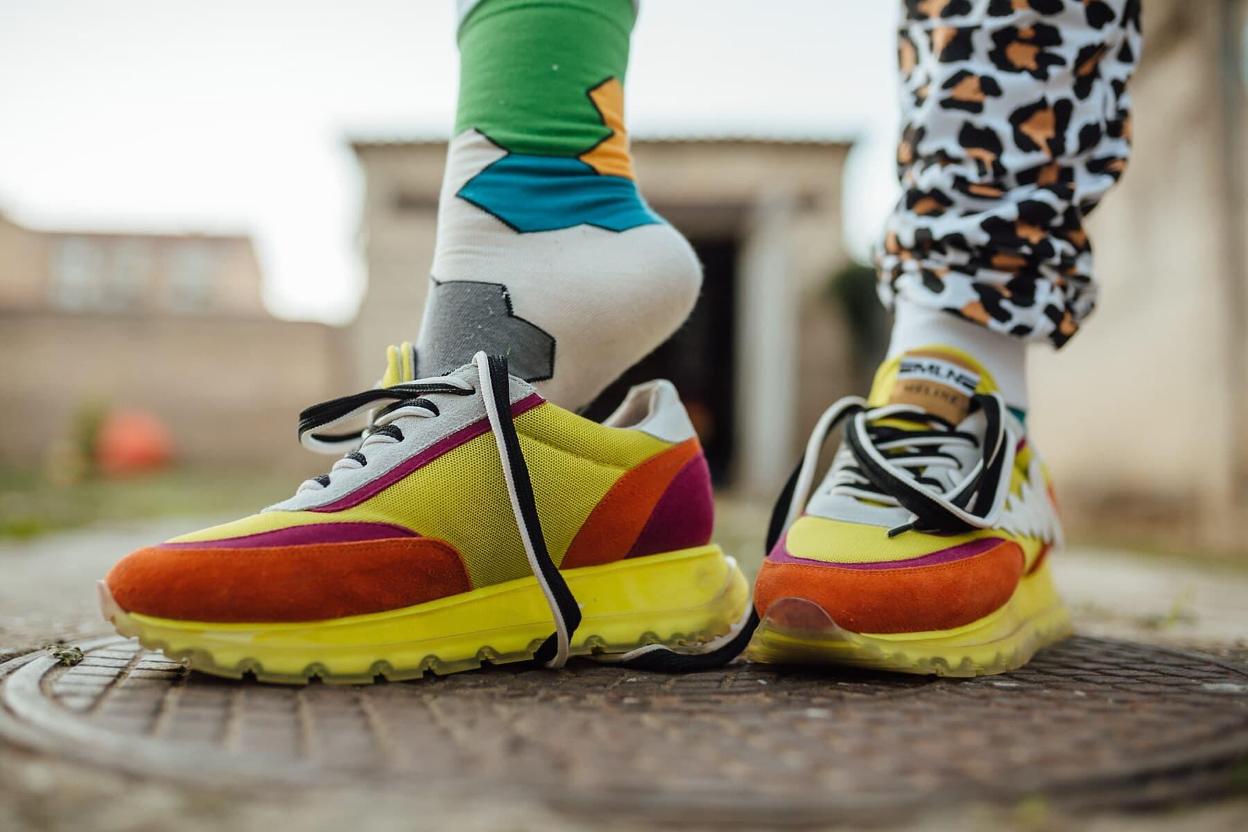 bunte, Turnschuhe, Beine, Socken, freier Stil, Mode, Kleidung, Schuhe, Fuß, paar