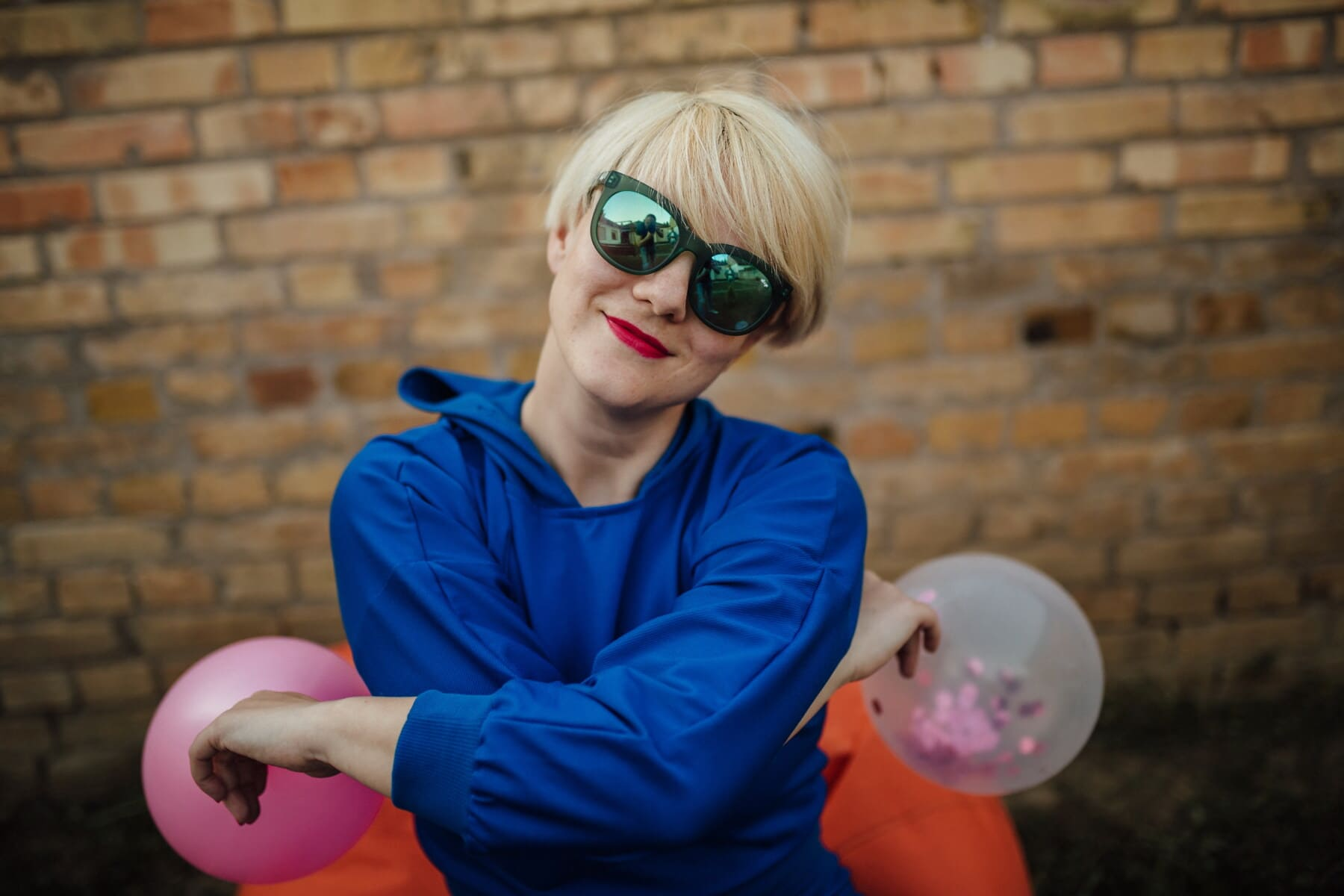 gorgeous, blonde, outfit, fashion, free style, casual, portrait, sunglasses, balloon, face