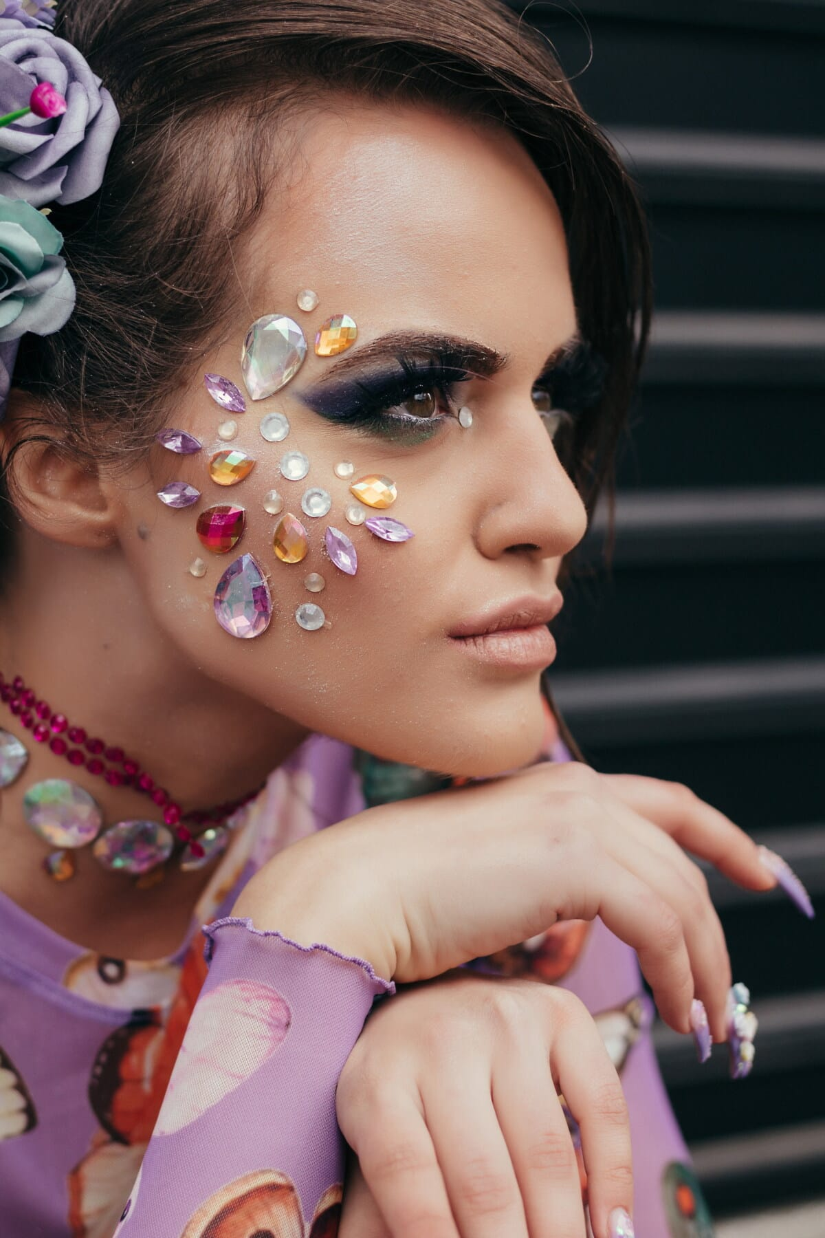 bijoux, modèle photo, produits de beauté, maquillage, lèvres, œil, rouge à lèvres, Brunette, cils, vue de côté