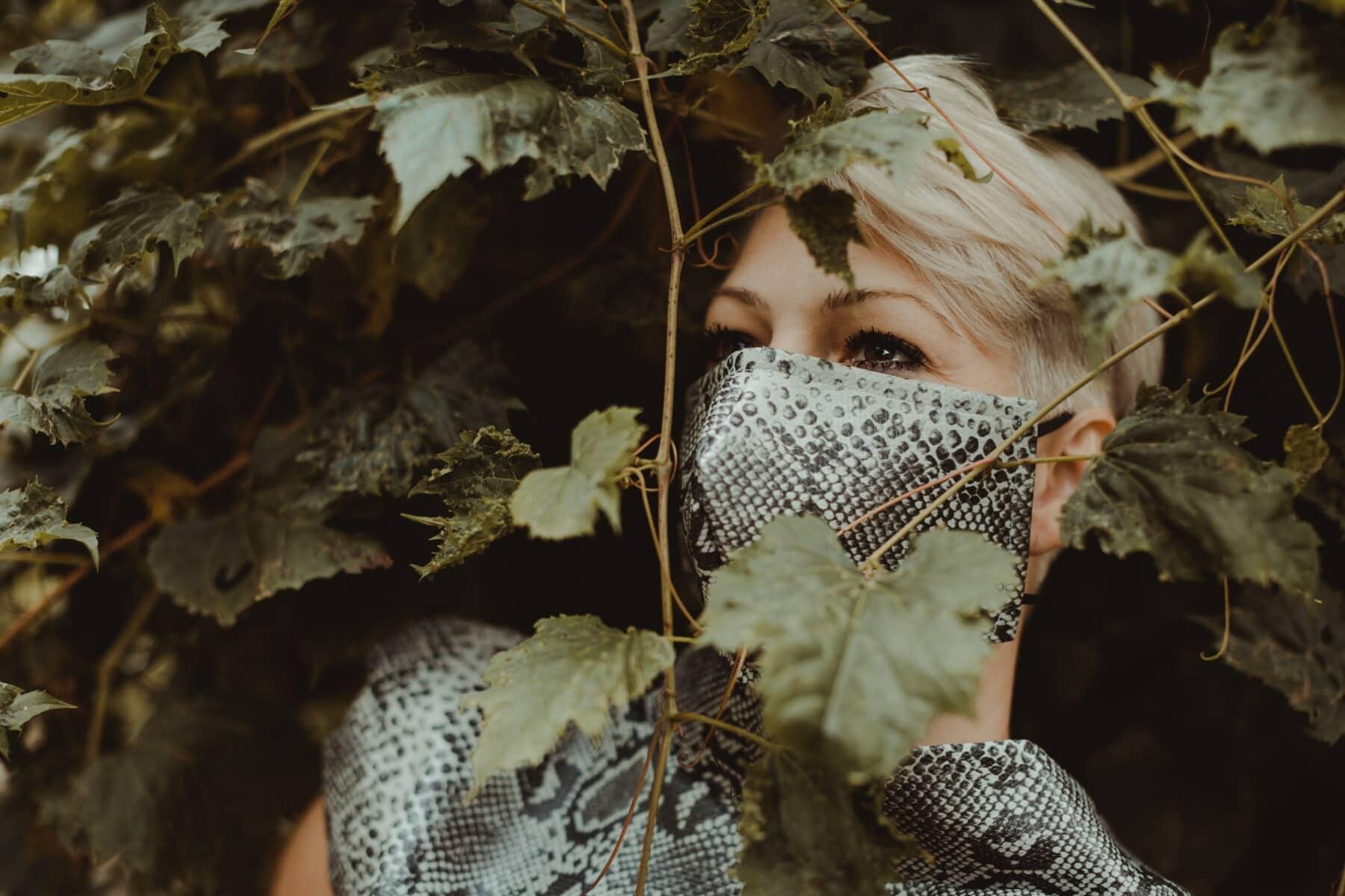 porträtt, lady, ansikte, ansiktsmask, glamour, mode, design, blont hår, kamouflage, blad