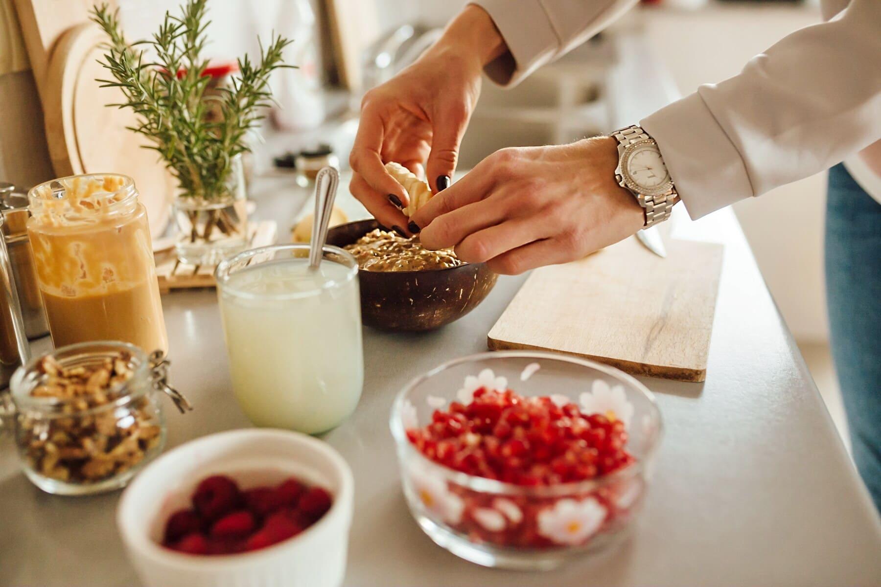 préparation, en bonne santé, le petit déjeuner, femme, mains, table de cuisine, ustensiles de cuisine, cuisine, jus de fruits, alimentaire