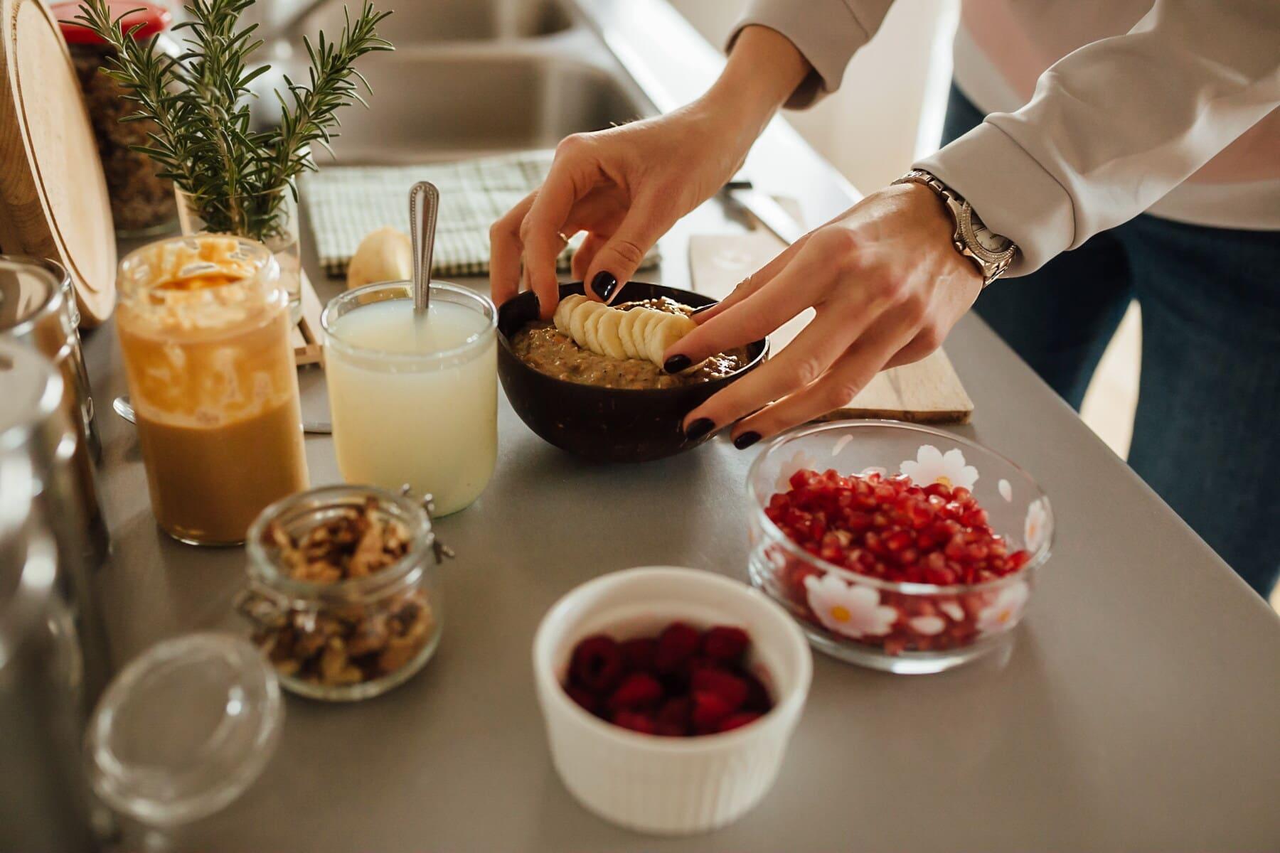 farine d'avoine, muesli, fruits, jus de fruits, limonade, petits fruits, le petit déjeuner, préparation, alimentaire, à l'intérieur