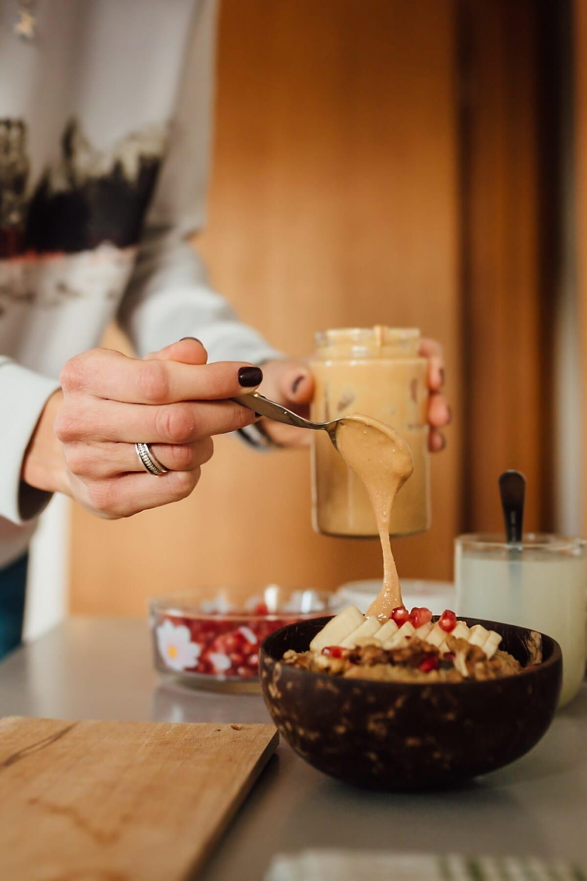 pot, alimentaire, main, cuillère, cuisine, table de cuisine, cuisine, en bonne santé, le petit déjeuner, bois
