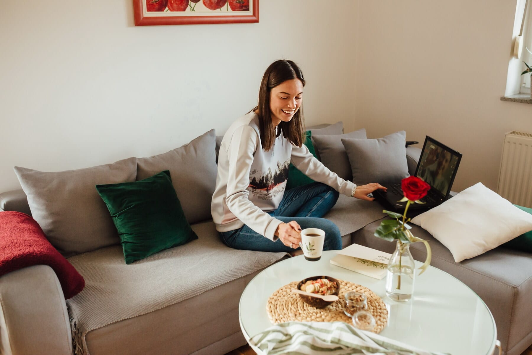 conversaţie, Pagina, Internet, calculator portabil, fată drăguţă, locul de muncă, bucurie, adolescent, acasă, în interior