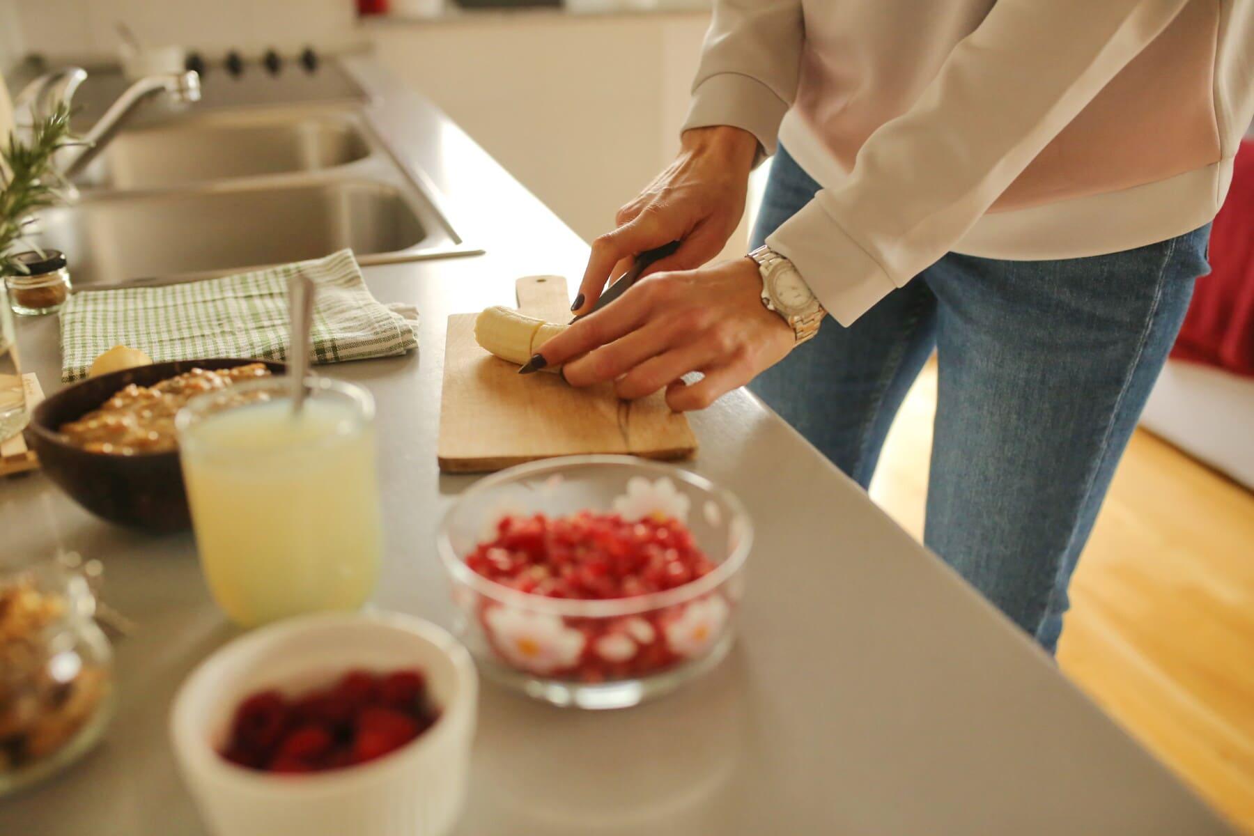 Frühstück, Vorbereitung, Küchentisch, Küche, Chief, Essen, drinnen, Mahlzeit, Messer, Frau