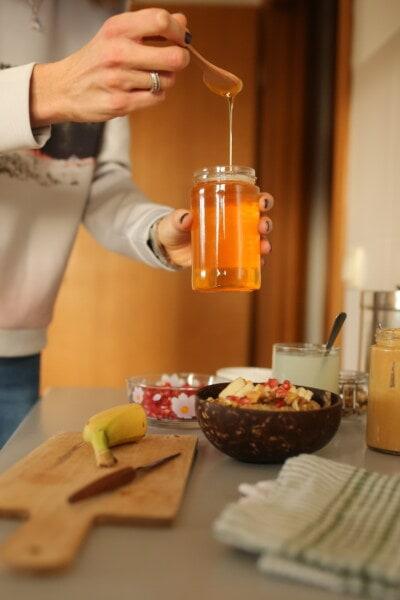 tarro, miel, cuchara de, madera, mesa de la cocina, cocina, adentro, cuchillo, desayuno, hecho en casa