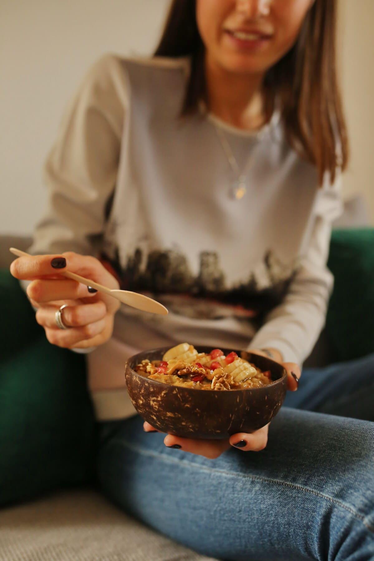 Getreide, Frühstück, junge Frau, Frau, drinnen, Menschen, Essen, verwischen, Geschirr, Kochen