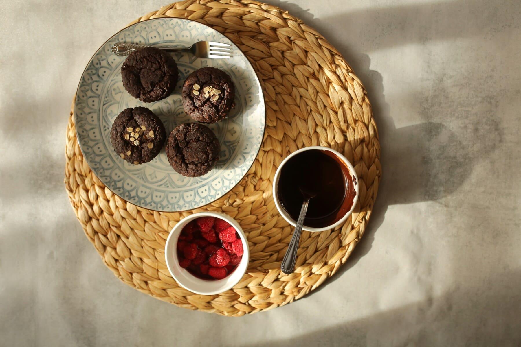 heiß, Schokolade, Cupcake, Beeren, hausgemachte, sehr lecker, Holz, Essen, Still-Leben, Interieur-design