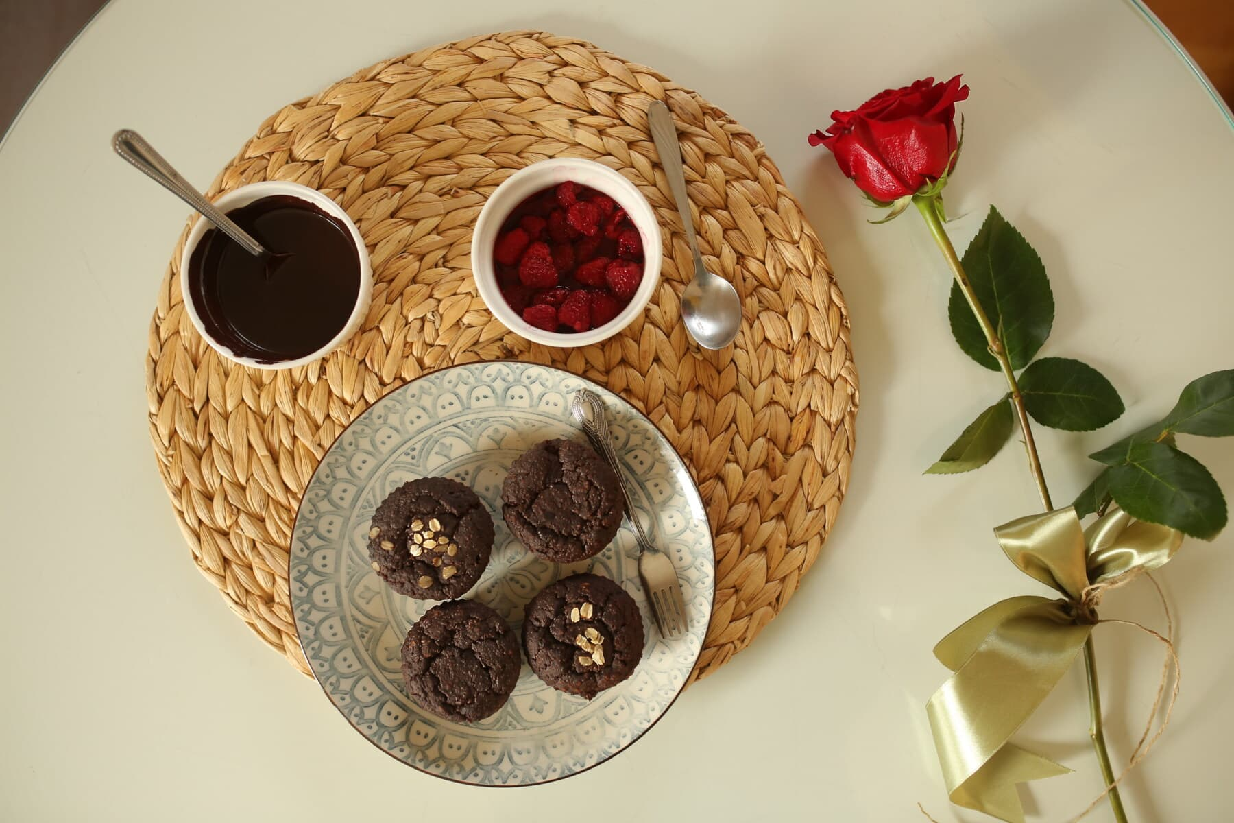 red, rose, breakfast, cupcake, fresh, chocolate, berries, still life, food, wood