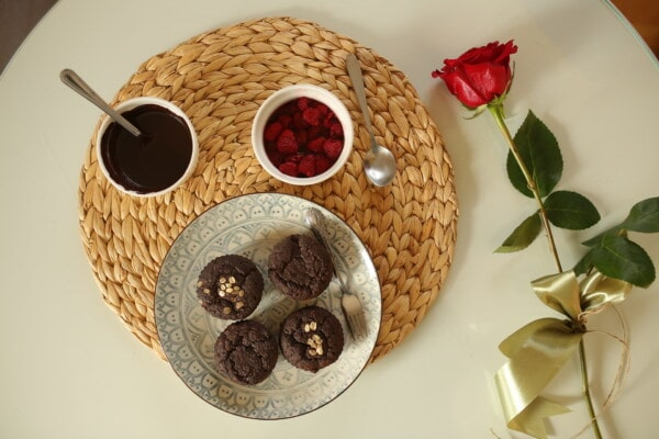 red, rose, breakfast, cupcake, fresh, chocolate, berries, still life, food, wood