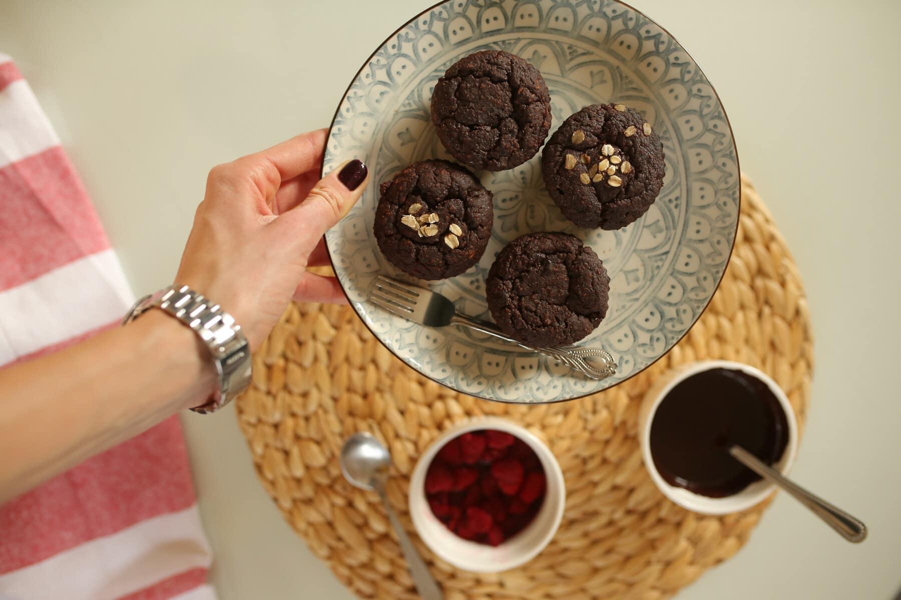 Schokolade, Cupcake, Dunkel, Gericht, Hand, Frühstück, Tasse, Essen, Backen, drinnen